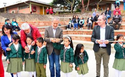 Alcalde De Pasto Entregó Obras De Nuevas Graderías En La Cancha De La Sede Prescolar De La IEM Ciudadela De Pasto
